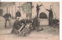 SAPEURS POMPIERS DE LA VILLE DE PARIS 2161 EXERCICES D'ENTRAINEMENT . APRES LE SAUVETAGE D'UNE VICTIME ...1907 - Sapeurs-Pompiers