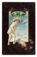 BONNE  ANNEE  /  JE  PORTE  BONHEUR  /  ENFANT  ( Cheveux Bouclés ) + COCHON Et Trèfle à 4 Feuilles /  Cpa Gaufrée - Pigs
