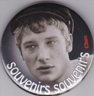Badge Avec épinglette:JOHNNY  HALLYDAY // Souvenirs  Souvenirs(Choc) - Cinemania