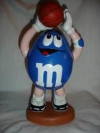Distributeur De Bonbons M&M´s Representant Un Basketteur Avec Ballon De Basket (13-4577) - Figurines