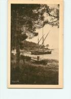Le Lavandou : Tartane à La Plage D'Aiguebelle. La Corniche Des Maure. 2 Scans. Edition De L'Agence Touristique Rolland - Le Lavandou