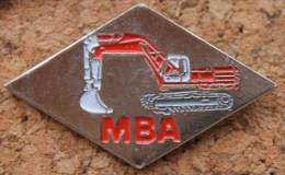 PELLE MECANIQUE - ENGIN DE CHANTIER - MBA    -   (8) - Pin's & Anstecknadeln