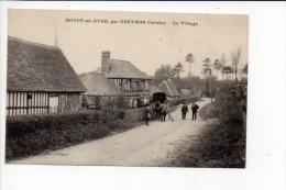 14 Hotot En Auge Par Beuvron - Le Village  (attelage) - Francia