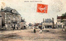 58-  DORNES  -  Place De L'Hotel De Ville   Ed  Léveillé    CPA - France