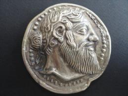 461 Avant JC - Reproduction Presse Papier - RARE N° 9 / 21693 Exemplaires - Naxos Dionysos - 76 Mm - 218 Grammes - Antiche