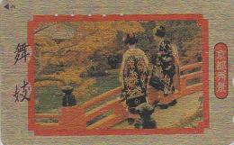Télécarte Dorée Japon / 110-011 - GEISHA Geishas & Pont Japonais - Femme Art Tradition - Japan GOLD Phonecard Girl - 84 - Moda