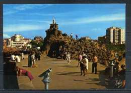 BIARRITZ . L' Esplanade Du Rocher De La Vierge , Carte Trés Animée .   Voir Recto - Verso    (S187) - Biarritz
