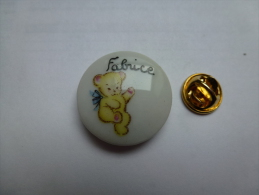 Pin´s En Porcelaine , Ourson , Fabrice , Ours - Animali