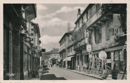 SAINT CYPRIEN - Avenue Gambetta  - Commerces Avec Pompe à Essence (1952) - France