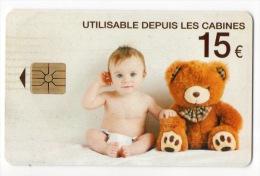 TÉLÉCARTE FRANCE . BÉBÉ ET SON OURS EN PELUCHE . NOUNOURS . 15 € UTILISABLE DEPUIS LES CABINES - Réf. N°13C - - Frankrijk