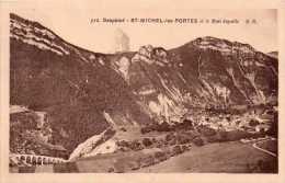 Cpa ST MICHEL LES PORTES, Le Mont Aiguille, Village Blotti Sur Le Plateau   (25.27) - France