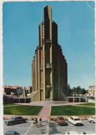 Royan: CITROËN DS, PEUGEOT 403, SIMCA 1300 - L'Eglise Notre-Dame, Facade Est -  France - Passenger Cars
