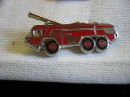 Pin´s Camion Des Sapeurs Pompiers - Pompiers