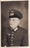 Carte Postale Photo Militaire Allemand Uniforme-Insigne Régiment 2 ème Guerre-Casquette-COBURG (Allemagne) K.P.I.E.B.95 - Guerre 1939-45