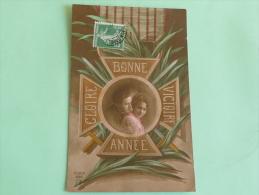 BONNE ANNEE - GLOIRE - VICTOIRE  Sur Médaille Militaire - Patriotiques