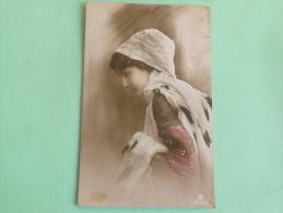 Belle Jeune Femme Au Bonnet - Women