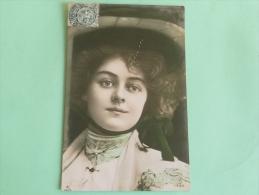 Femme Au Chapeau Vert - Donne