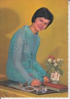 E7  Carte Postale Vintage Fantaisie Jeune Femme - Année 60 -70 - Femmes