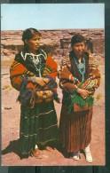 Navajo Beauty ( Leger Trace De Plis )   Dai163 - Autres