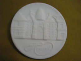 Herend Manufactory White Porcelain Medal Hungary - Zonder Classificatie