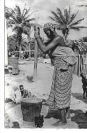 AFRIQUE NOIRE - Le Pilage Du Mil - Cartes Postales