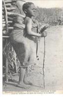 MISSIONS D'AFRIQUE - Bonne D'enfants Remplaçant La Mère Poui Lui Permettre De Faire Les Travaux De La Maison - Cartes Postales
