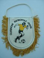 FANION FOOTBALL OLYMPIQUE METROPOLE MONS - Habillement, Souvenirs & Autres