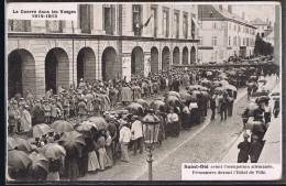 SAINT - DIE . Prisonniers Devant L'Hôtel De Ville . - Saint Die