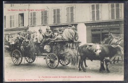 SAINT - DIE . Le Dernier Convoi De Blessés Allemands Quittant Saint - Dié . Tiré Par Des Boeufs . - Saint Die
