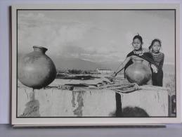 FRANCOIS GUENET / GAMMA - FEMMES THARUS AU PUITS (NEPAL 1978) - Illustrateurs & Photographes