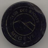 Haute Savoie 74 Sport Hockey Puck Du Club De Megeve, Du Matche Megeve Chamonix En 1980 - Hockey - Minors (Ligue Mineure)