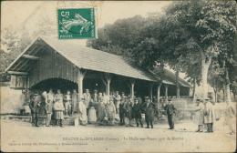 45 BEAUNE LA ROLANDE / La Halle Aux Veaux Jour De Marché / - Beaune-la-Rolande