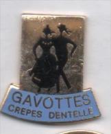 Beau Pin´s En EGF , Gavottes Crépes Dentelles , Folklore , Bretagne , Danse - Food