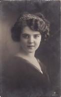 Carte Postale Fantaisie Enfant-Jeune Fille-Young Girl-Child Woman-Kind-VOIR 2 SCANS- - Portraits
