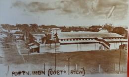 PORT LIMON COSTA RICA CARTE PHOTO N°10 UN QUATIER DE LA VILLE  LE  PAQUEBOT FLANDRE A QUAI AU FOND A DROITE - Costa Rica