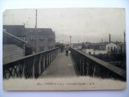 37 : Tours - Passerelle Fournier - Animée - Légers Plis & Angle Coupé - (n°1359) - Tours