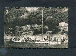 LES ILES DU LEVANT LA PLAGE DES GROTTES  LES NATURISTES  VUE GENERALE   CIRC   NON    / 1960  EDIT - France