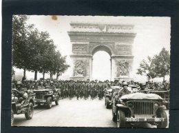 PARIS LIBERATION WW2 CHAMPS ELYSEES ARC DE TRIOMPHE DEFILE DES TROUPES AMERICAINES   CIRC   NON    / 1950  EDIT - Arc De Triomphe