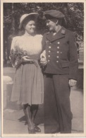 PHOTO ORIGINALE  39 / 45  WW2 KRIEGSMARINE MARIN ALLEMAND AVEC SA FIANCEE  CARTE PHOTO - Krieg, Militär