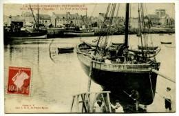 **/ 50 - Barfleur : Le Port Et Les Quais - Barfleur