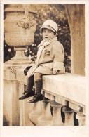 ��  -  Carte Photo non Situ�e  -  Petite Fille assise sur une Balustrade en 1929  -  Enfant   -  ��