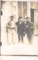 ��  -  Carte Photo non Situ�e  -  Trois Ouvriers devant un Atelier   -  ��