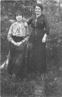��  -  Carte Photo non Situ�e  -  Deux Femmes dans un Jardin    -  ��