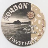 Gordon. Finest Gold. Merry Xmas Christmas. Est. 1909. Finest Spirit Of Scotland. Château écossais. Schots Kasteel. - Sous-bocks