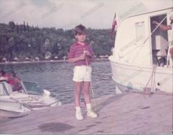 REAL PHOTO,boy In Shorts , On The Dock,  Garçon En Short ,sur le Quai, Vintage Old Photo ORIGINAL - Groupes D'enfants & Familles