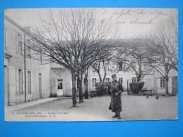 17 :  LAGORD : ECOLE NORMALE , COUR D'HONNEUR ,C.P.A .: Carte En Trés Bon état  ,  Animée - Scuole