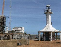 Postcard - Lowestoft Harbour Lighthouses, Suffolk. SMH47 - Lighthouses