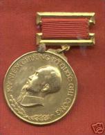 VIETNAM HO CHI MINH DECORATION MEDAL IN ORIGINAL BOX- MEDAGLIA IN BOX ORIGINALE - Médailles & Décorations