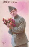 Carte Postale Ancienne Fantaisie Avec Un Militaire - Bonne Année - Personnages