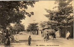 SENEGAL - UNE RUE DE TIVAOUANE - PETITE PLIURE D'ANGLE. - Senegal